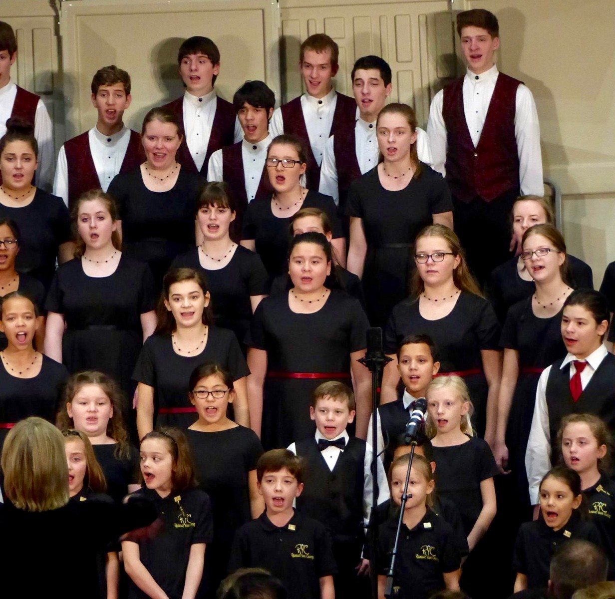 Rainier Youth Choirs. Finale December 2015, photo by Kathy Gendreau